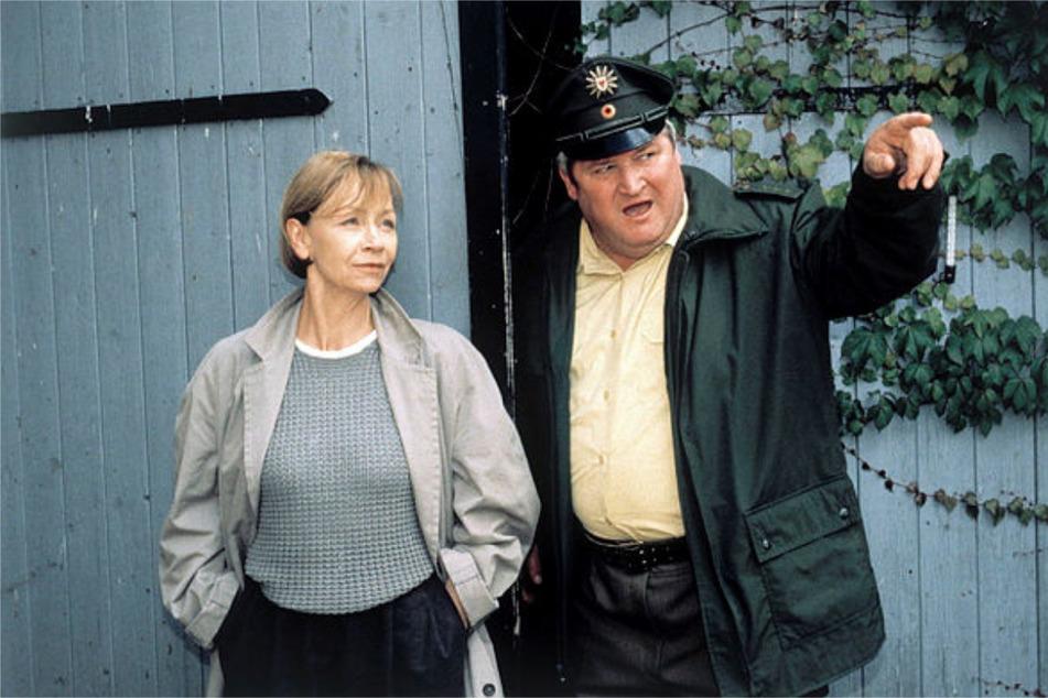 """Hoffmann 2002 als """"Polizeiruf 110""""-Kommissarin mit Wachtmeister Horst Krause (79)."""