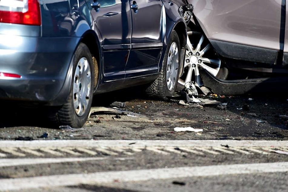 Schwerer Crash an A72-Auffahrt: Junge Frau verletzt