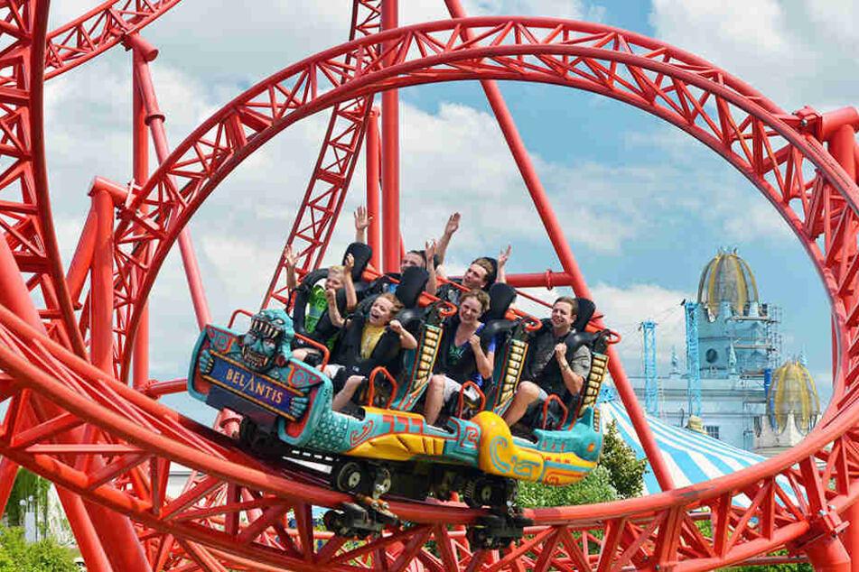 """Auf der knallroten """"Huracan""""-Bahn haben die Belantis-Besucher jetzt noch mehr Spaß!"""