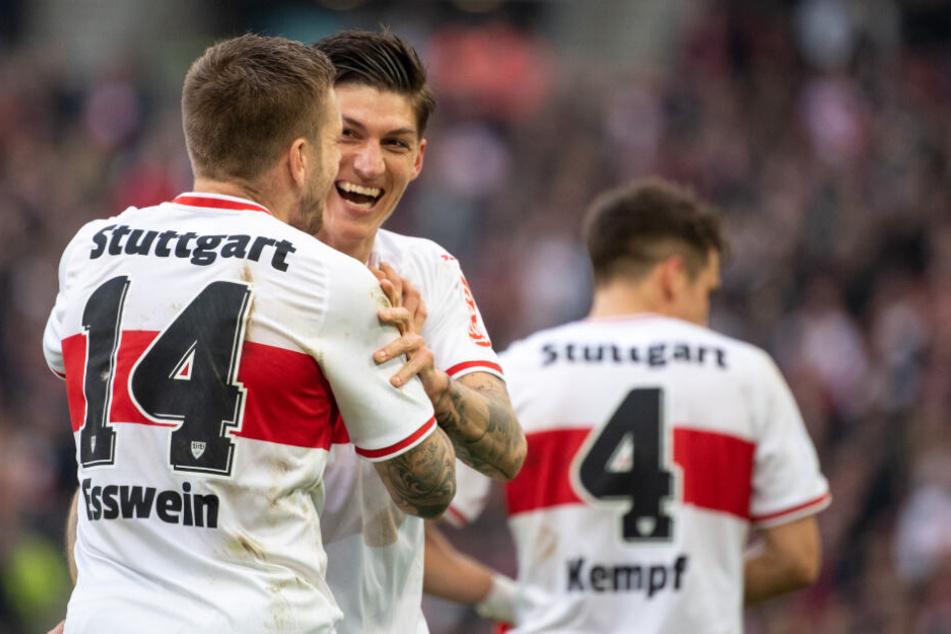 März 2019: Alexander Esswein (links) freut sich mit Steven Zuber über ein Tor gegen Hannover 96.