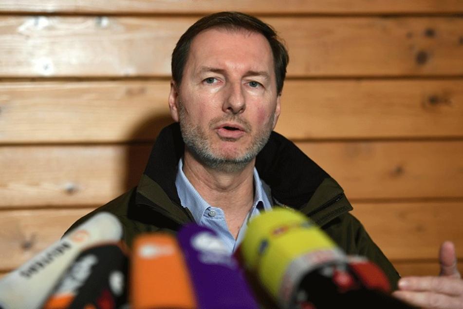 Der Direktor des Zoologischen Gartens und des Tierparkes, Andreas Knieriem, spricht während einer Pressekonferenz zum Tod des Eisbären Fritz.