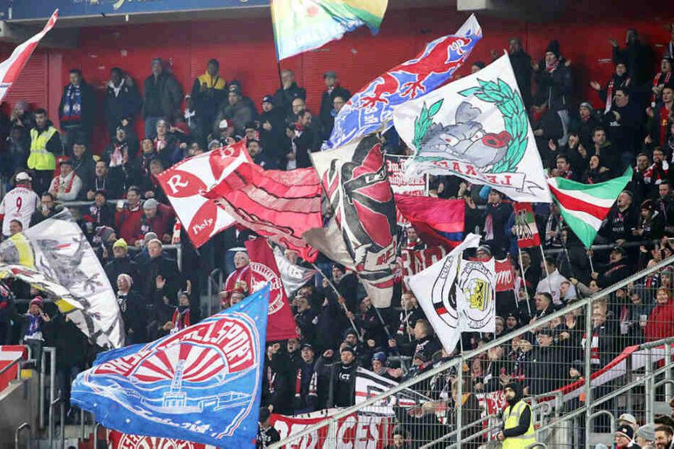 Knapp 500 Fans begleiteten ihr Team nach Düsseldorf.