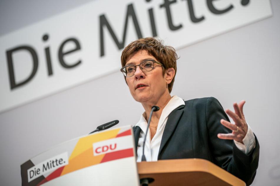 Die scheidende CDU-Chefin sprach über ihre möglichen Nachfolger.