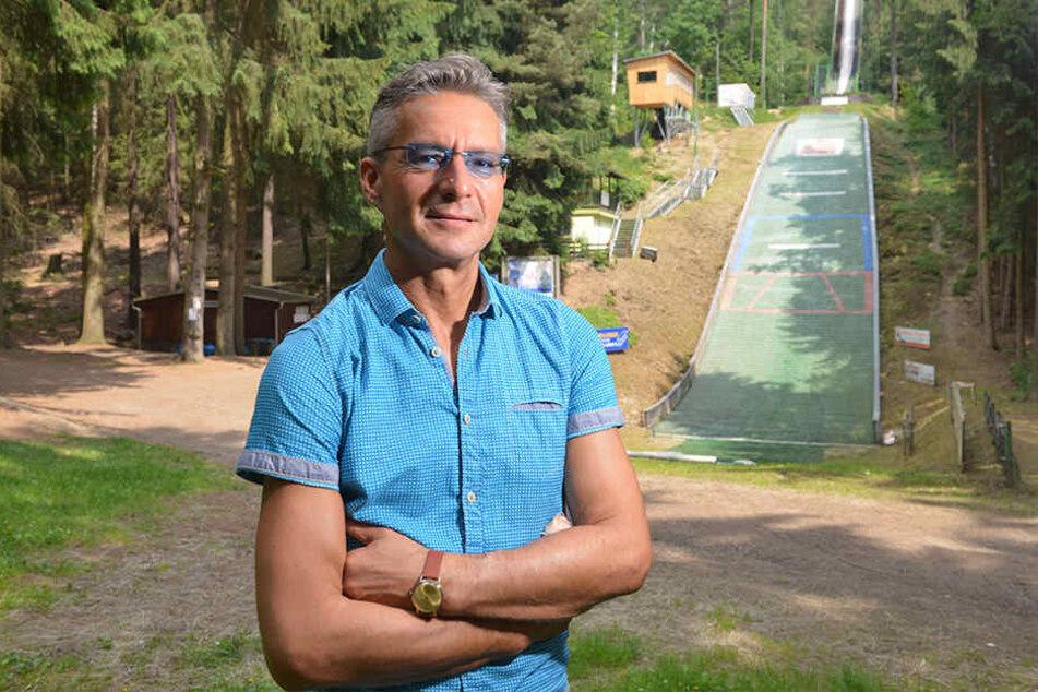 Grünas Ortsvorsteher Lutz Neubert (46, Freie Wähler) hofft auf Radfahrer im Sommer und Wintersportler gleichermaßen.