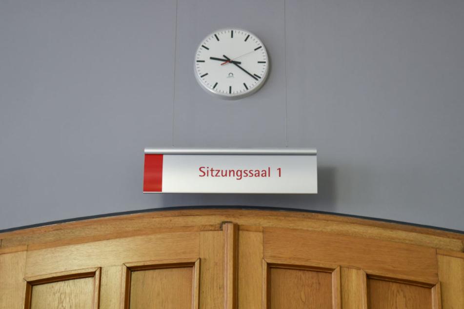 Im Landgericht Frankenthal muss sich ab Montag ein Trio verantworten, das Geschäftsleute entführt und ermordet haben soll. (Archivbild)