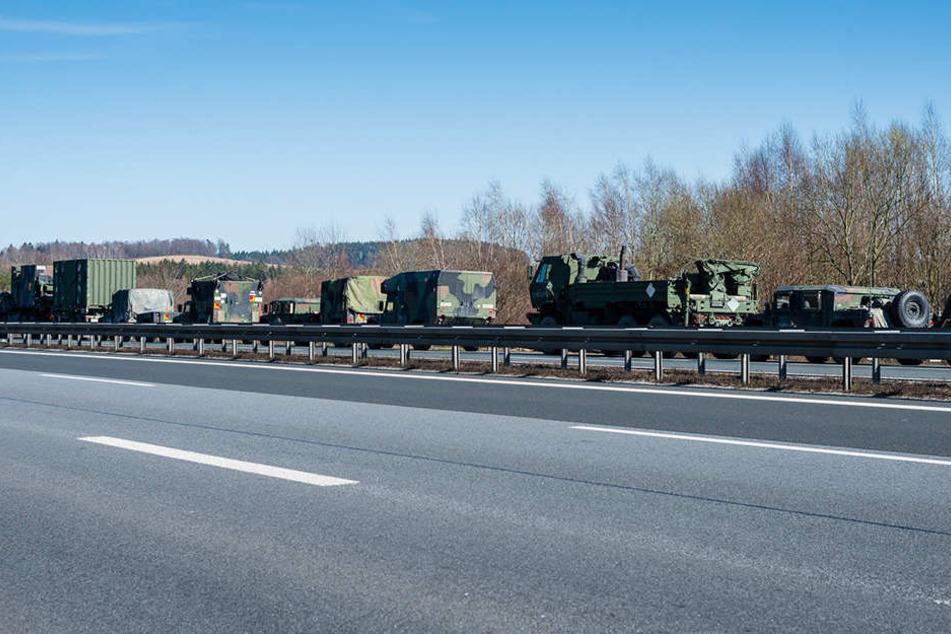 Dieser Konvoi der US Army zog am Samstagnachmittag auf der A4 die Blicke der Gaffer auf sich.