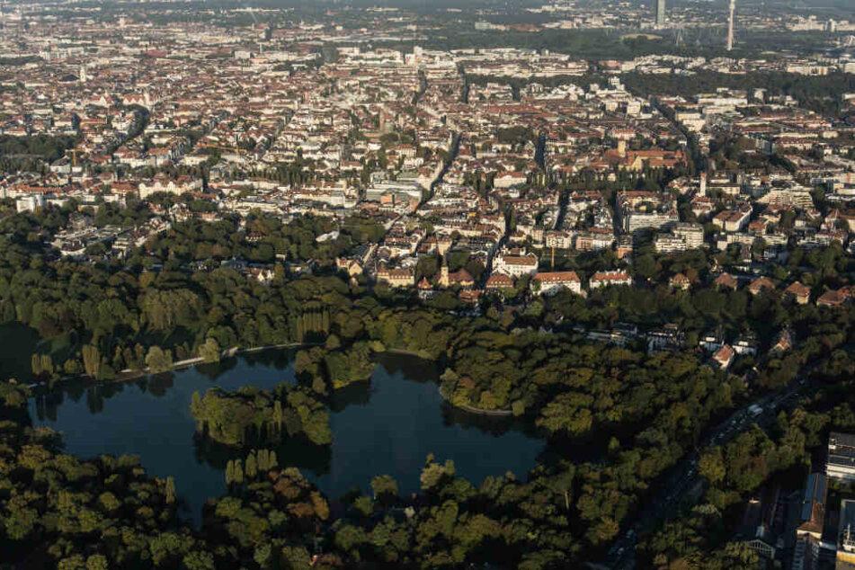Eine 45-Jährige wurde beim Joggen im Englischen Garten in München brutal überfallen.