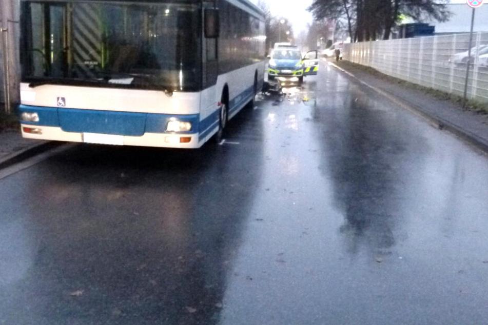 Polizei und Rettungskräfte waren am Unfallort im Einsatz-