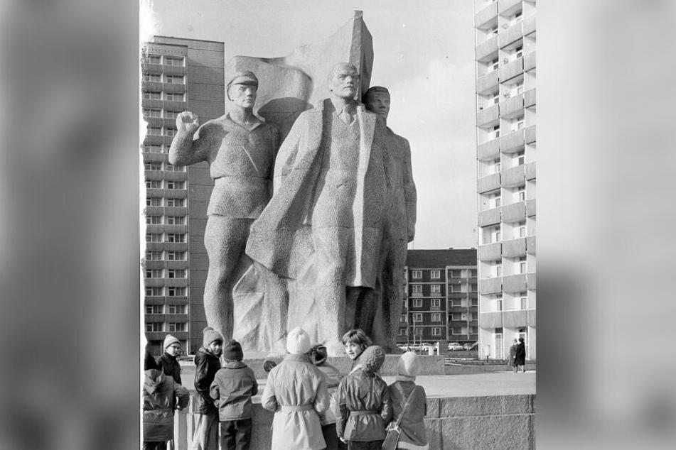Kommunist Ernst Thälmann als Denkmal zu DDR-Zeiten auf der Prager Straße in Dresden.