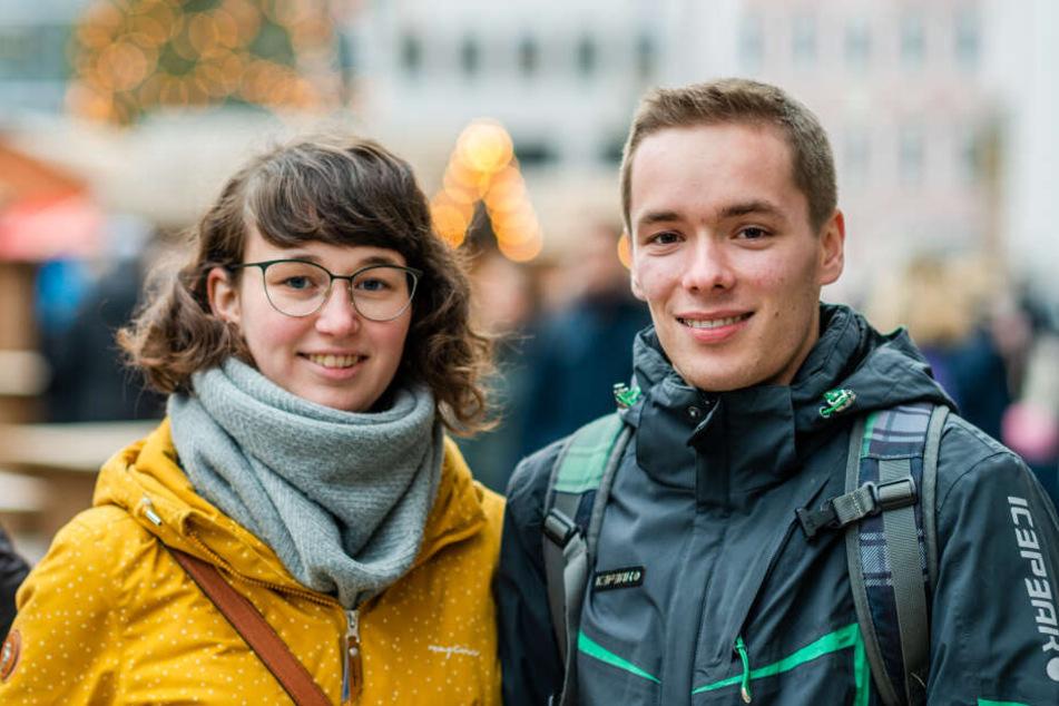 Nick Boernert (21) mit Freundin: Er findet, dass die Stadt sich zum positiven entwickeln sollte.