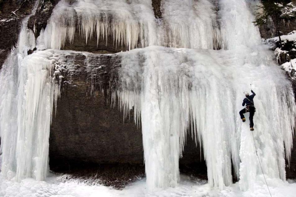 Hüttenwirt stirbt qualvollen Tod, weil er beim Klettern von Eismassen erfasst wird