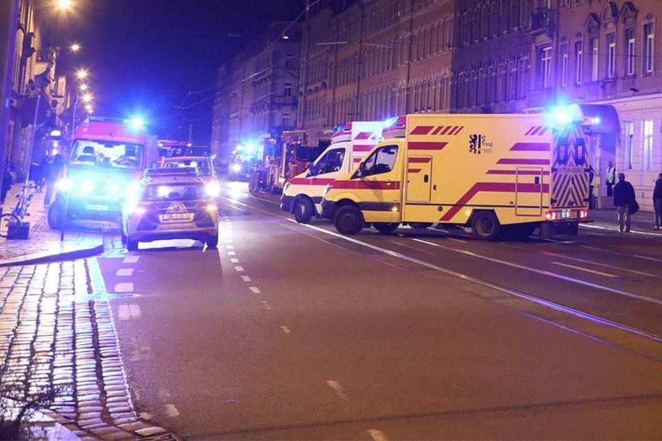 Polizei, Feuerwehr, Rettungswagen: Großaufgebot in der Fritz-Reuter-Straße.
