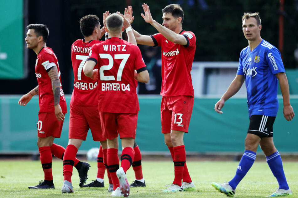 Bayer Leverkusen feierte den erwartet klaren Erfolg gegen den 1. FC Saarbrücken.