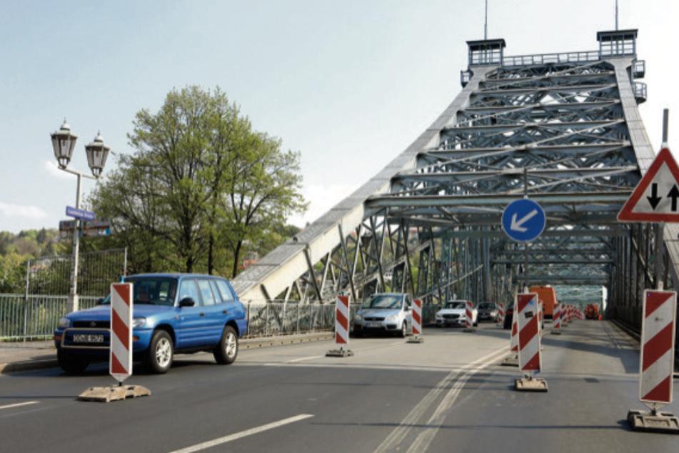 Um verbotenes Überholen zu verhindern, wünschen sich einige Dresdner eine Mittelbarriere auf dem Blauen Wunder.