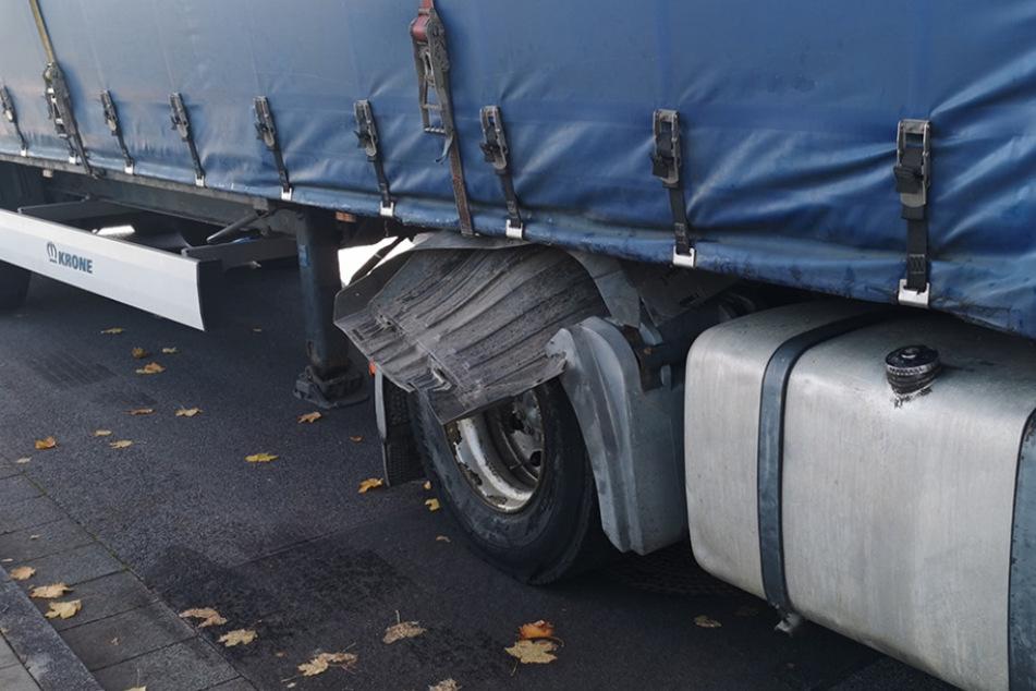 Köln: Krasse Mängel: Kölner Polizei zieht Sattelzug aus dem Verkehr