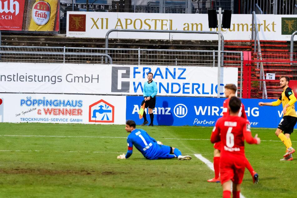 Da schlägt der Ball unterm Querbalken ein - Pascal Sohm (r.) ließ sich vor seinem zweiten Treffer nicht aus der Ruhe bringen.