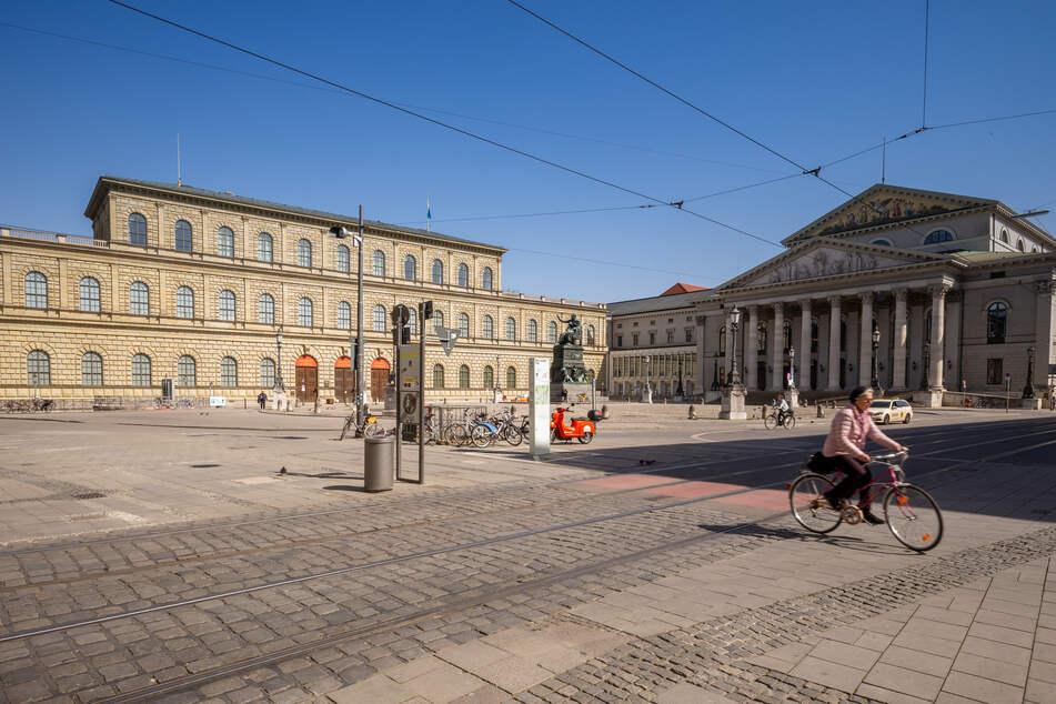 In München sinkt die Zahl der Neuinfektionen. Ab einer 7-Tage-Inzidenzwert unter 100 dürfen Theater, Kinos und Außengastronomie öffnen. (Archiv)