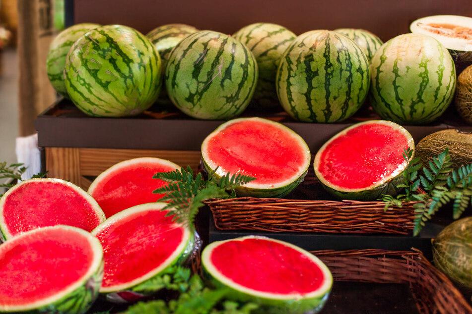 Mit diesen Tricks erkennst Du, zu welcher Wassermelone Du im Supermarkt greifen solltest