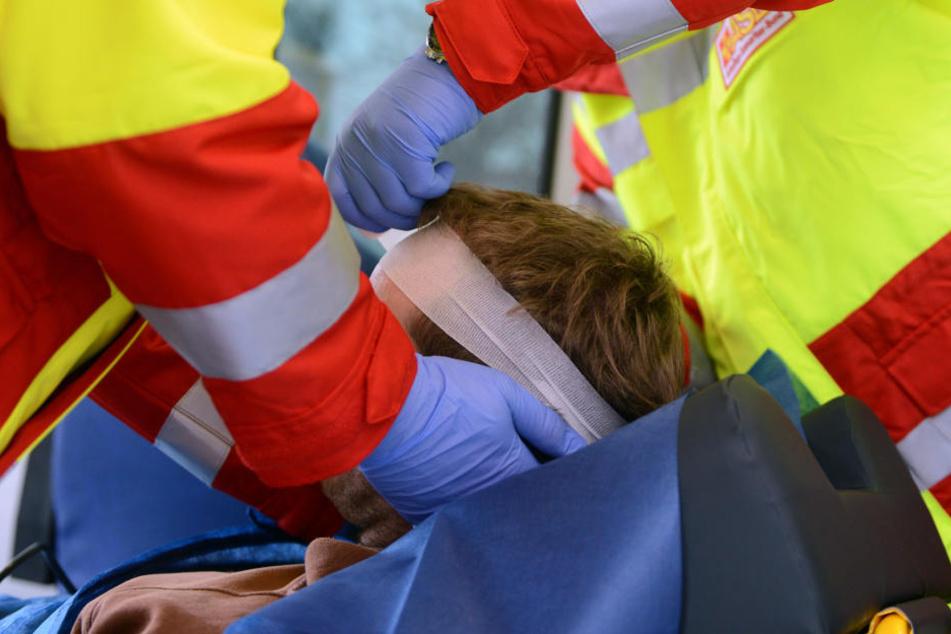 Beim Unfall wurden vier Menschen schwer verletzt, darunter zwei Kinder. (Symbolbild)