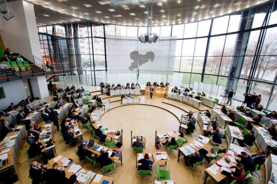 Freude bei den 126 Abgeordneten des Landtags: Obwohl keine Arbeit mehr wartet, gibt es am 1. August eine Diäten-Erhöhung.