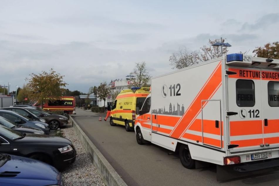 Auch der Rettungsdienst ist zur Absicherung vor Ort.