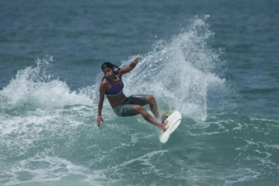 Die Surferin wurde beim Training von einem Unwetter überrascht und plötzlich von einem Blitz erschlagen.
