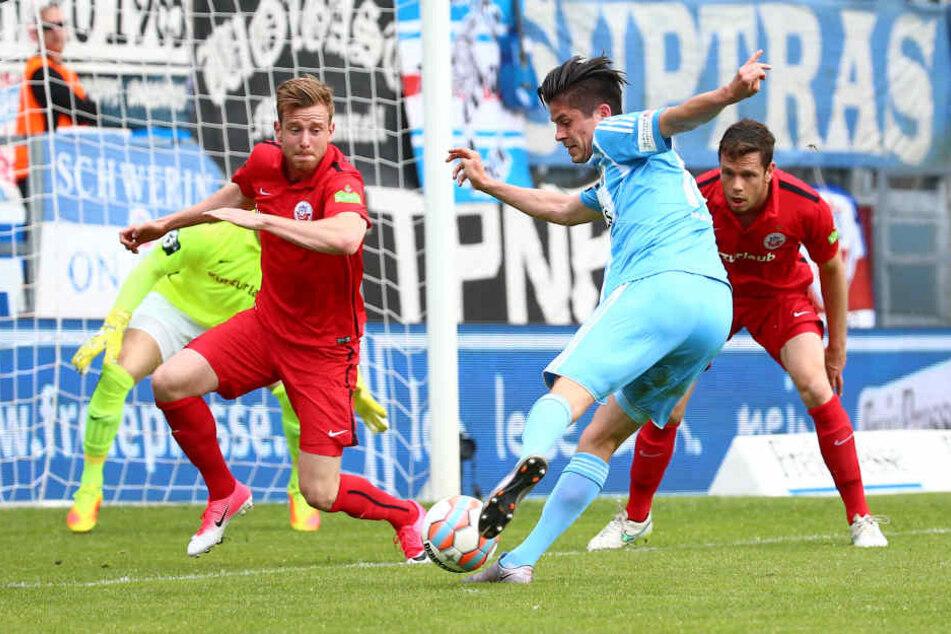 Dennis Mast beim Treffer zum 1:0.