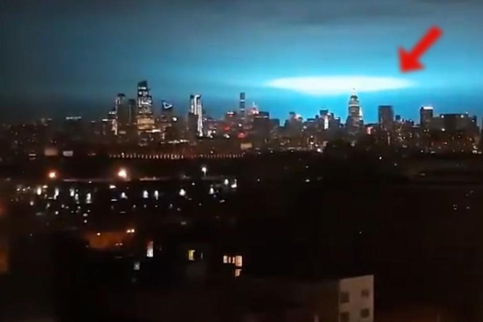 Alien-Invasion in New York? Blaues Licht versetzt Bewohner in Angst