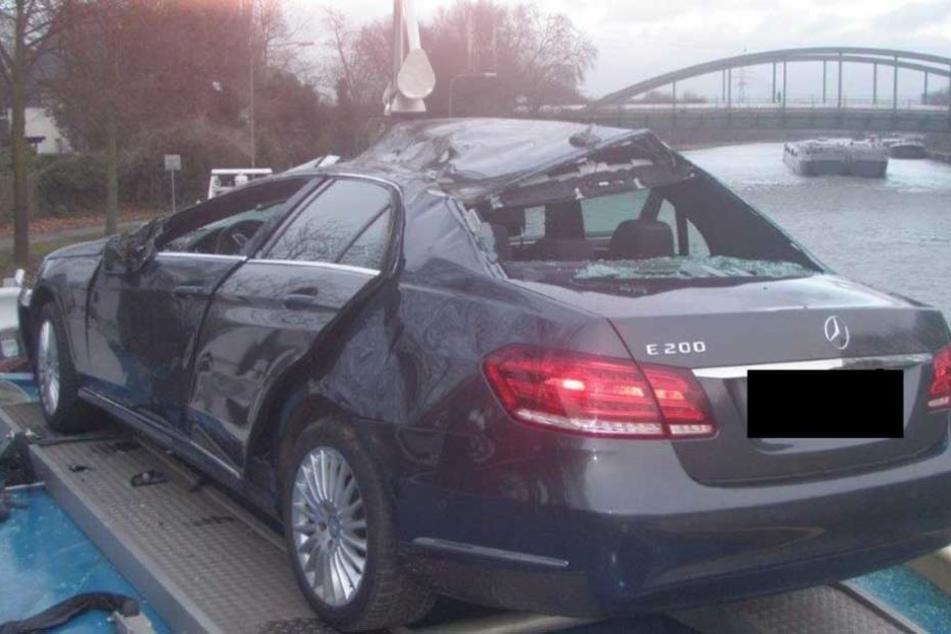 Am Mercedes entstand Totalschaden.