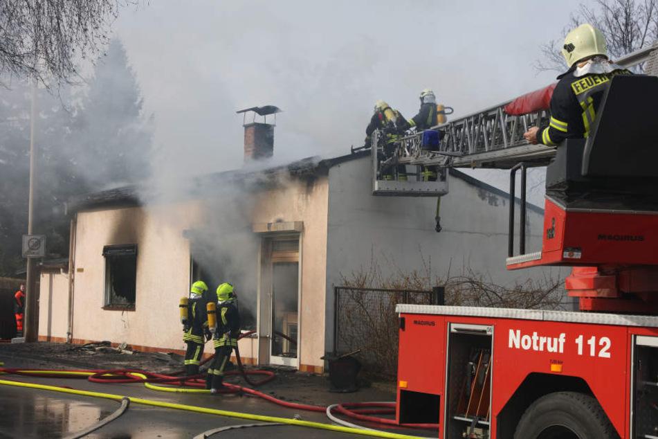 Das Haus der Rentner brannte komplett aus.