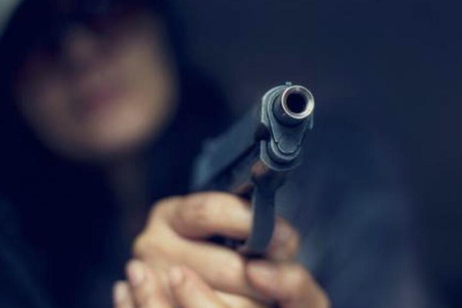 Während der Fahrt schoss der Flüchtige noch mehrmals auf die Polizei.