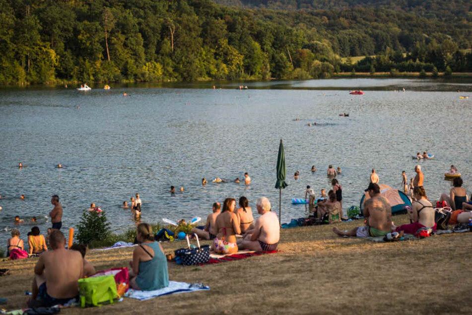 Die Dreijährige spielte mit anderen Kindern am See (Symbolfoto).
