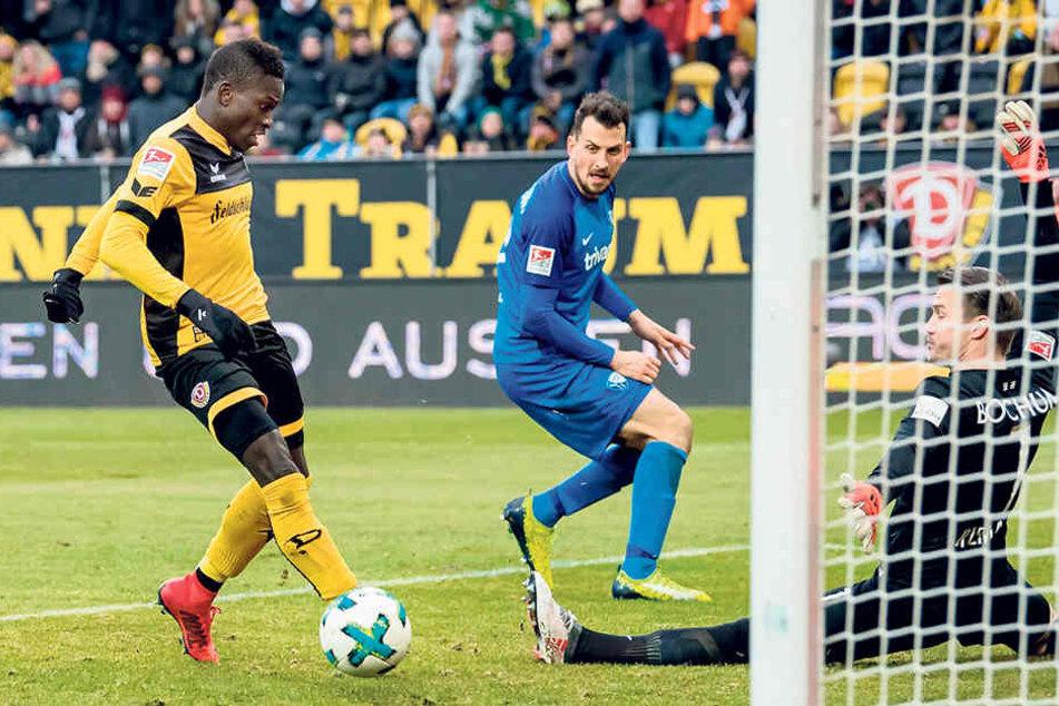 Moussa Koné hielt den Fuß hin, traf den Ball zwar nicht optimal, aber der sprang vom Innenpfosten zum 2:0 über die Linie.