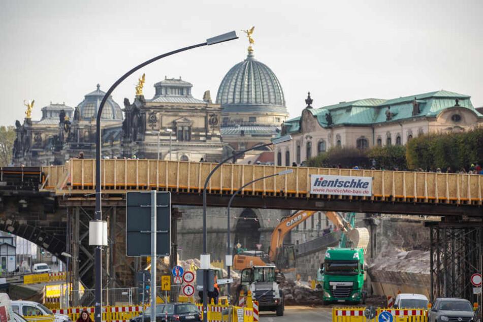 Der Zeitplan für die Sanierung der Augustusbrücke wackelt beachtlich.