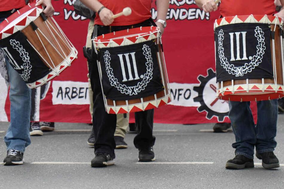 """Das Foto zeigt eine Demonstration der rechtsextremen Gruppierung """"Der III. Weg"""" im Mai 2015 in Thüringen."""