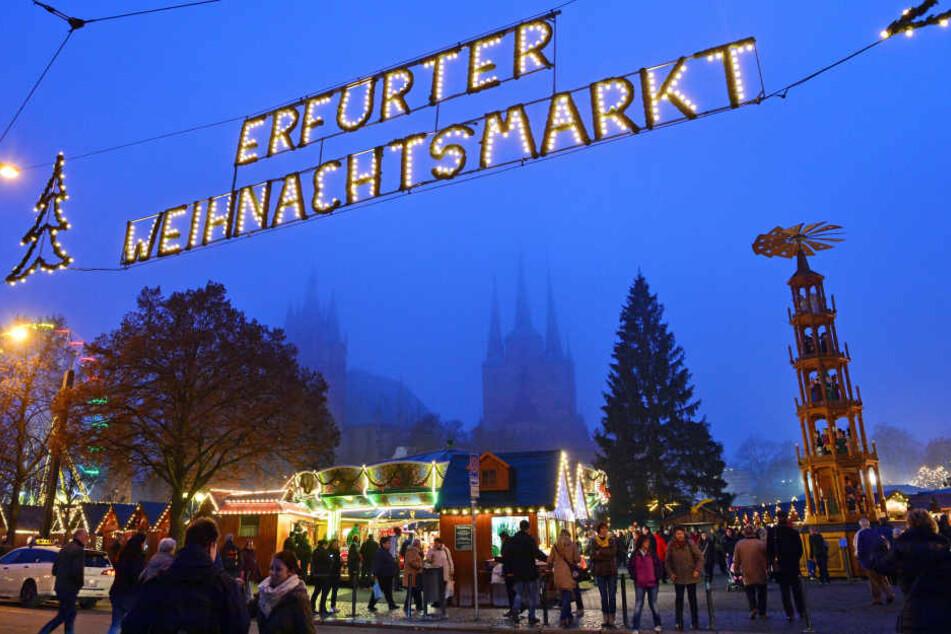 Der Erfurter Weihnachtsmarkt öffnet am Dienstag.