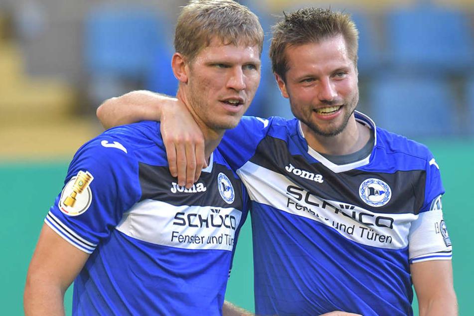 DSC-Kapitän Julian Börner (26, re.) und Fabian Klos (29, li.) fahren gut gelaunt nach Kiel.