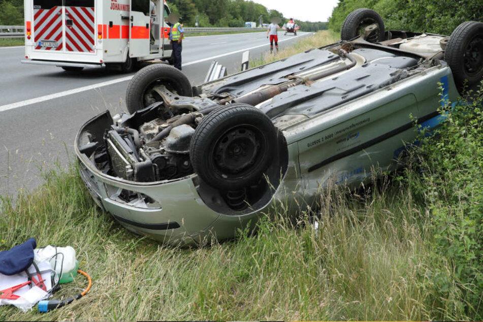 Chemnitz: Schwerer Unfall auf A4: VW-Fahrer landet auf dem Dach