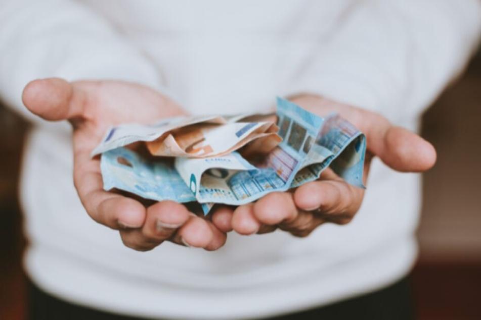 Wenn dringend Geld benötigt wird, haben Betrüger leichteres Spiel. Deshalb gilt: Bei der Kreditaufnahme genau hinschauen.
