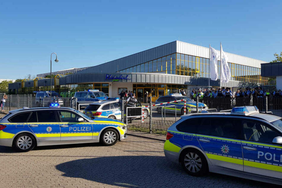 In diesem Sommer kam es im Düsseldorfer Rheinbad und anderen Freibädern in NRW zu mehreren Zwischenfällen, teilweise wurden die Bäder vorzeitig geräumt und geschlossen.