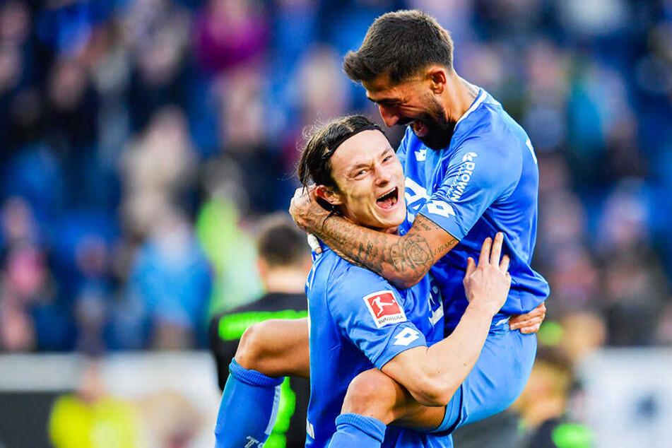 """Jubelt Nico Schulz (l.) bald im BVB-Trikot? Dortmund soll sich mit dem deutschen Nationalspieler """"prinzipiell einig"""" sein."""