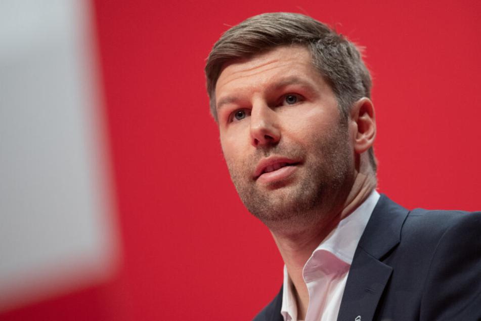 Thomas Hitzlsperger hatte sich deutlich in die Trainer-Debatte eingeschaltet.