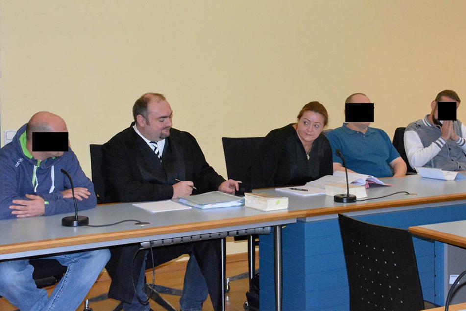 David P., Christian B. und Patrick L. (wurde freigesprochen) auf der Anklagebank.