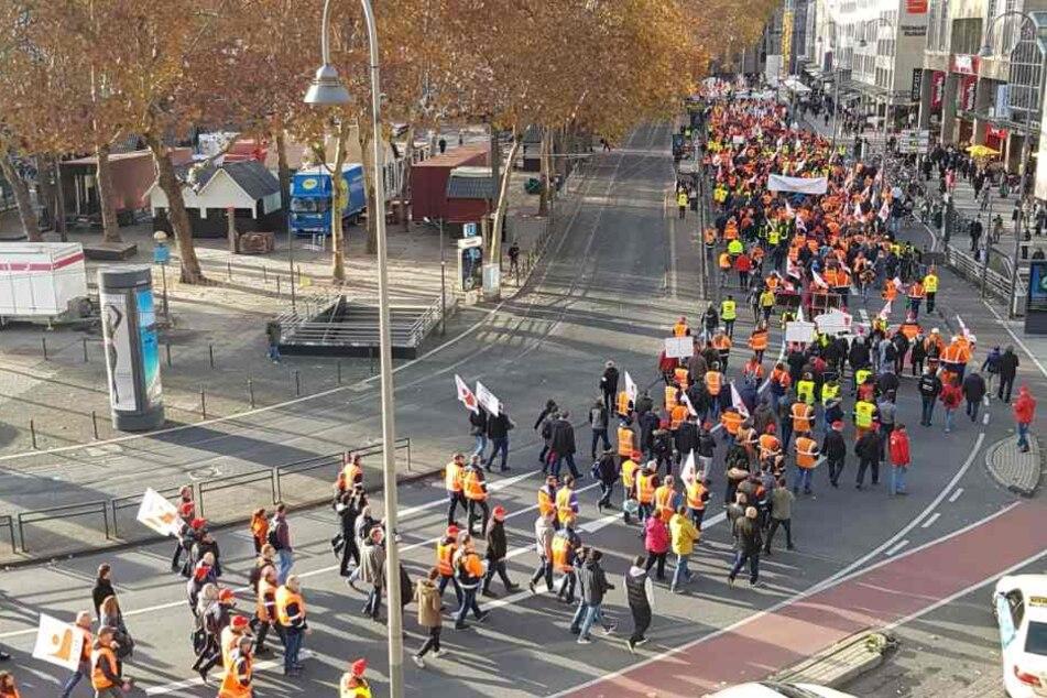 Bei der Demo kamen mehr als Tausende Menschen zusammen.