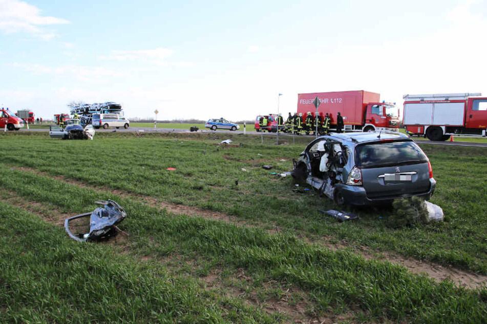 Die Fahrer wurden mit schweren Verletzungen ins Krankenhaus gebracht werden.