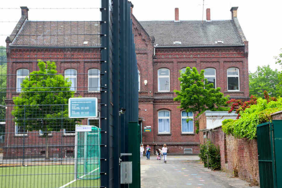 An dieser Grundschule in Mönchengladbach ist am Dienstag eine Decke eingestürzt.