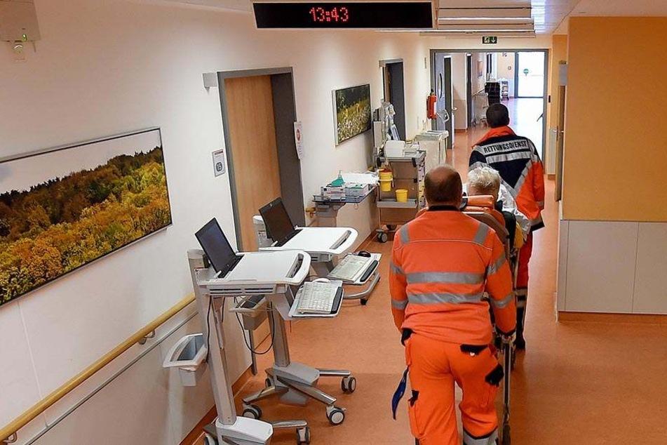 Der betrunkene Unfallfahrer kam zur Blutentnahme in ein Krankenhaus. Dort erhielt er den Zufallsbefund Kohlenmonoxidvergiftung (Symbolbild).