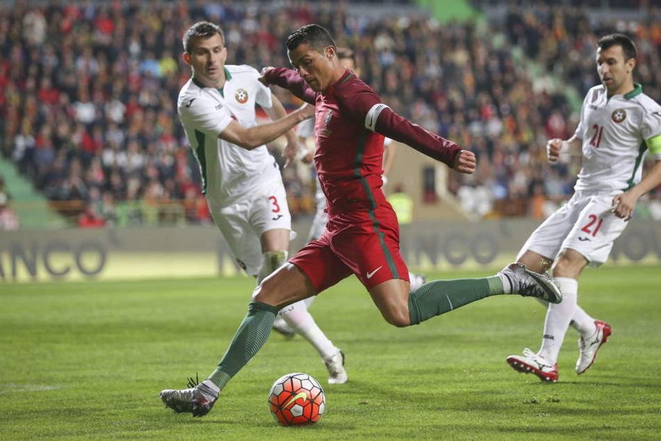 Cristiano Ronaldo ist zum Fußball des Jahres gewählt worden.