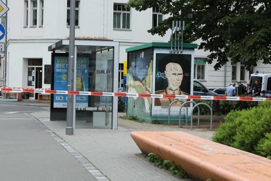 Der Haltestellenbereich am Stannebeinplatz wurde nach der blutigen Auseinandersetzung abgesperrt.