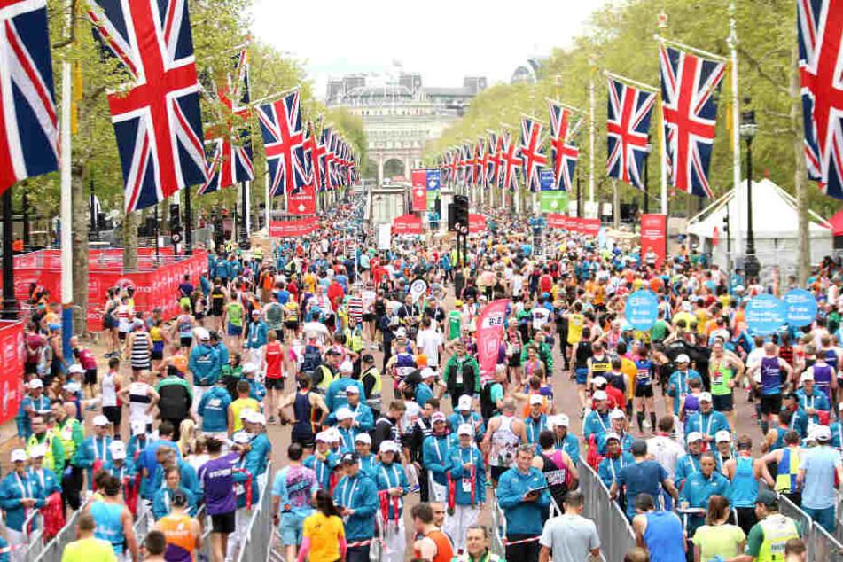 Tausende Teilnehmer starteten am 28. April beim Londoner Marathon.